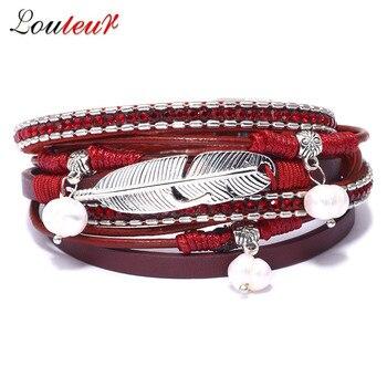 Pulseras de cuero de plumas rojas multicapa para mujer, colgante de perlas de cristal, pulsera Bohemia, joyería femenina para el Día de San Valentín