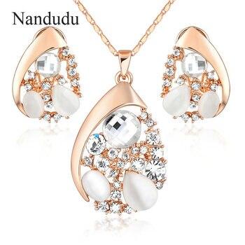 9846c5181cbb Nandudu gota de agua diseño pera cortada de calidad superior stellux cristales  austriacos collar y Pendientes