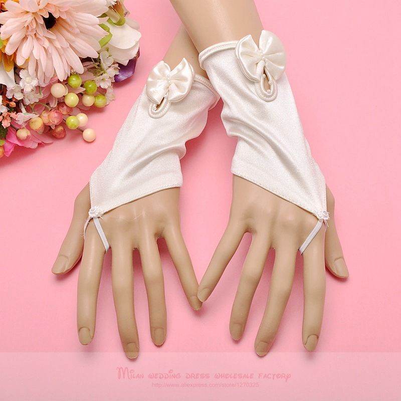Satin satin wedding gloves2018 new red, black, champagne bridal gloves hook finger gloves small flower bow gloves
