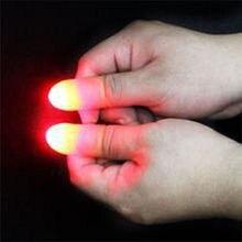 2 шт./компл. Magic пальцы светильник игрушки, способный преодолевать Броды для взрослых волшебный трюк реквизит синий и красный цвета светильник Led Мигает Пальцы хэллоуиновых игрушек Детский подарок