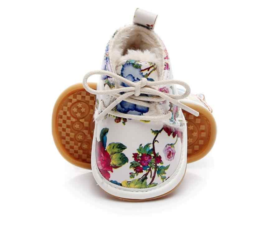 Лидер продаж, зимние супер теплые Мокасины младенческие из искусственной кожи с цветочным принтом на меху для маленьких мальчиков и девочек ботинки на шнуровке