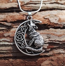 1pcs dropshipping new arrival hot sell Fashion Unisex Moon Howling Wolf Pendant men necklace with 60cm snake chain