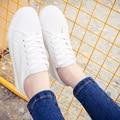 2017 Primavera Verão Estrelas Favorito PU de Couro Mulheres Sapatos de Marca de Moda Coréia Todas As Mulheres Brancas Sapatos Baixos Casuais Zapatillas Mujer