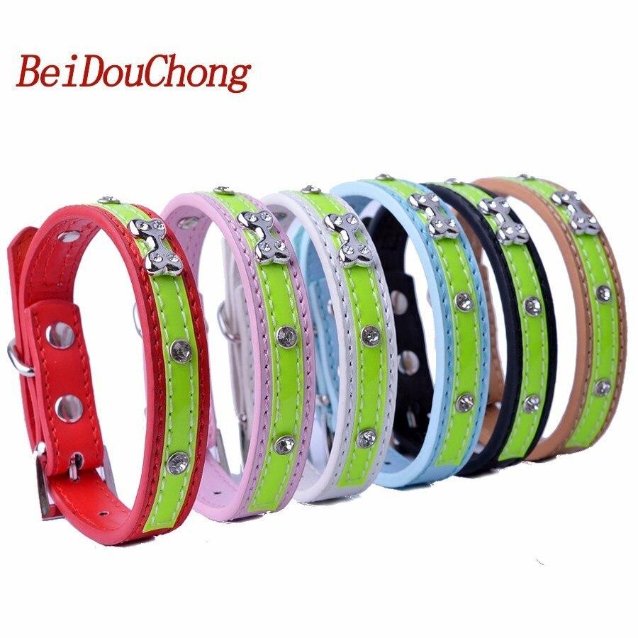 ac42a08a8922 Venta al por mayor pu cuero PET cachorro perro gato collar diseñador  Diamante tachonado Accesorios para perro Artículos para las mascotas para  pequeños ...