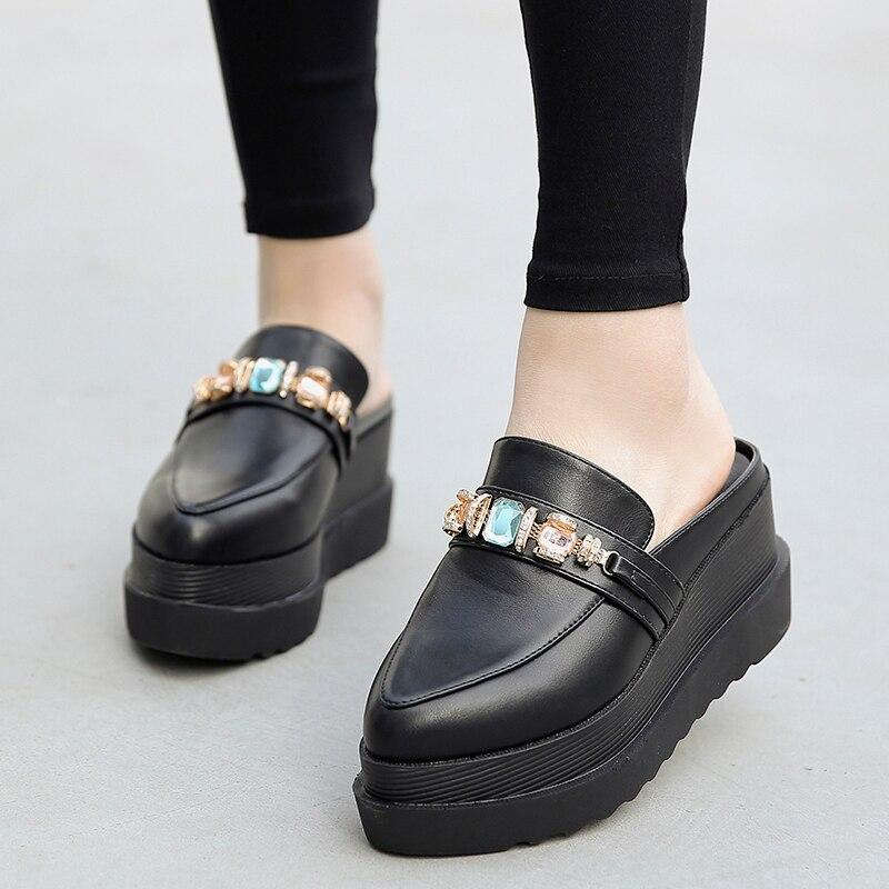 Mulher strass Slides Mulas Plataforma de Metal decoração dedo do pé fechado Cunhas Chinelos Sandálias de cristal Sapatos de Verão sapato feminino
