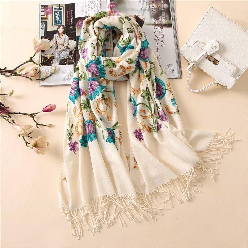 2018 дизайнерские модные вышивка кашемировый шарф для дам Винтаж зимний для  женщин длинные платки и обертывания бандана теплый купить на AliExpress 7c1ea0fa432