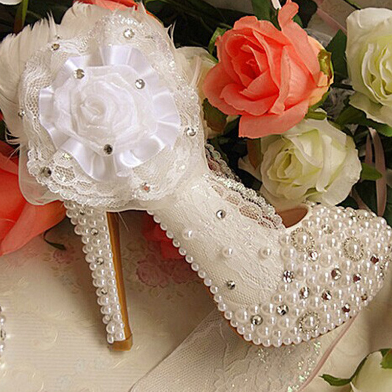 2016 Elegant Woman White Bridesmaid Shoes Wedding Shoes Bridal Dress Shoes with Lace Applique Beaded Rhienstone Party Prom Shoes 1 design laser cut white elegant pattern west cowboy style vintage wedding invitations card kit blank paper printing invitation