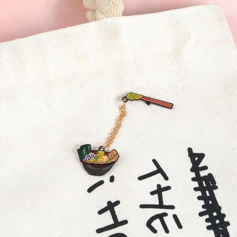 Cartoon japoński makaron pałeczki Ramen emalia Pin słodkie miska broszki koszula dżinsowa łańcuszek plakietka na klapę biżuteria prezenty