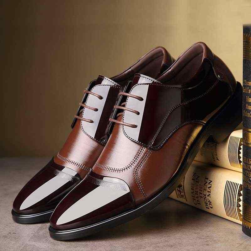高級ビジネスオックスフォードレザーシューズ男性通気性ゴムフォーマルなドレスシューズ男性オフィス結婚式の靴モカシンオム