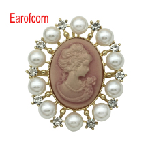 Earofcorn Retro Embossed Brooches Natural Freshwater Pearl Luxury Palace Wind Accessories