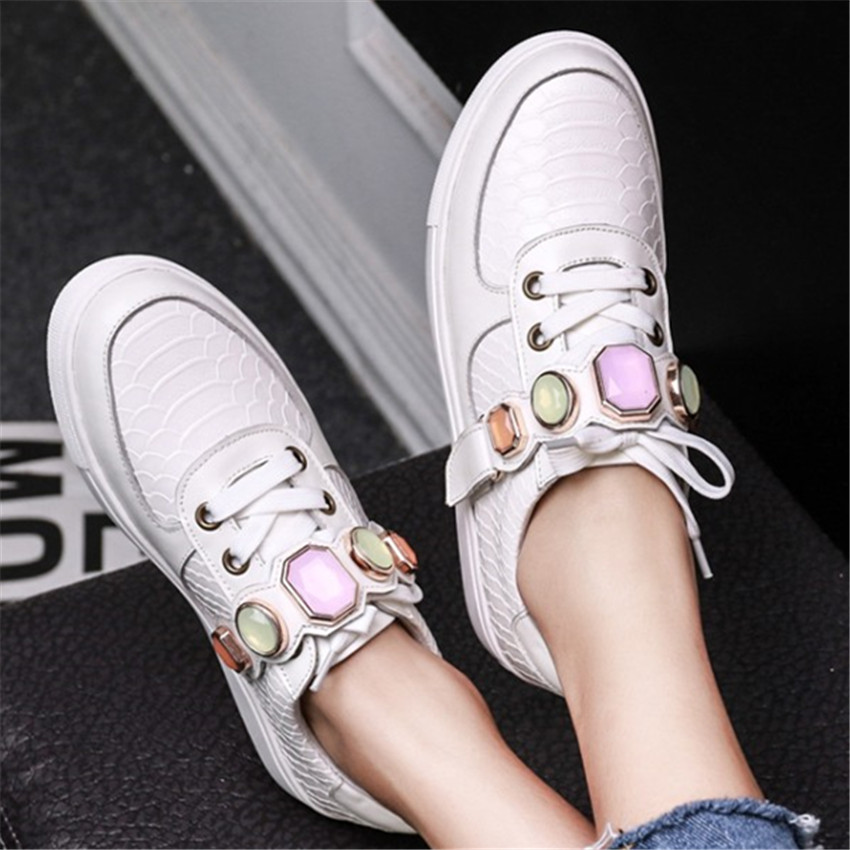 ФОТО White Fashion Women Casual Flat Shoes Genuine Leather Rhinestone Decor Creppers Lace Up Flats Espadrilles Zapatillas Deportivas