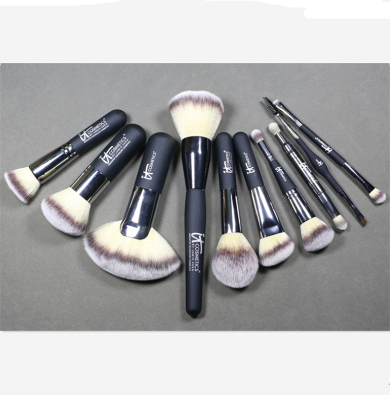Heavenly Luxe French Boutique Blush Brush #4 by IT Cosmetics #13
