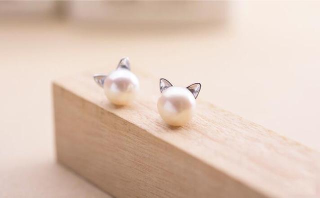 Pearl Cat Stud Earrings 1