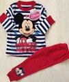 Novo 2017 conjuntos de roupas de bebê das meninas dos meninos mickey ternos blusas e calças de design de moda dos desenhos animados 2 pcs Pijamas Pijamas de Algodão conjunto