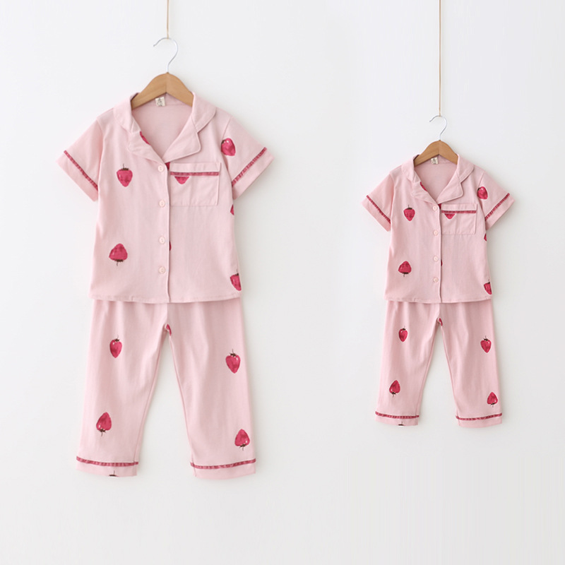 цена на Children's clothing girls summer home service cotton strawberry printing short-sleeved pajamas sleep pants home set