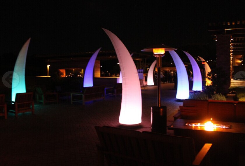 Corne gonflable éclairée lumineuse bon marché avec le ventilateur et les lumières menées pour la décoration de mariage