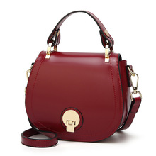 The new type of oil-wax piggy bag 2019  recreational one-shoulder inclined chaotic round lady's bag handbag.