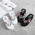 2017 nova Flip flops mulheres cunhas sapatos de plataforma preto branco cor misturada Strass interior sapatos causal