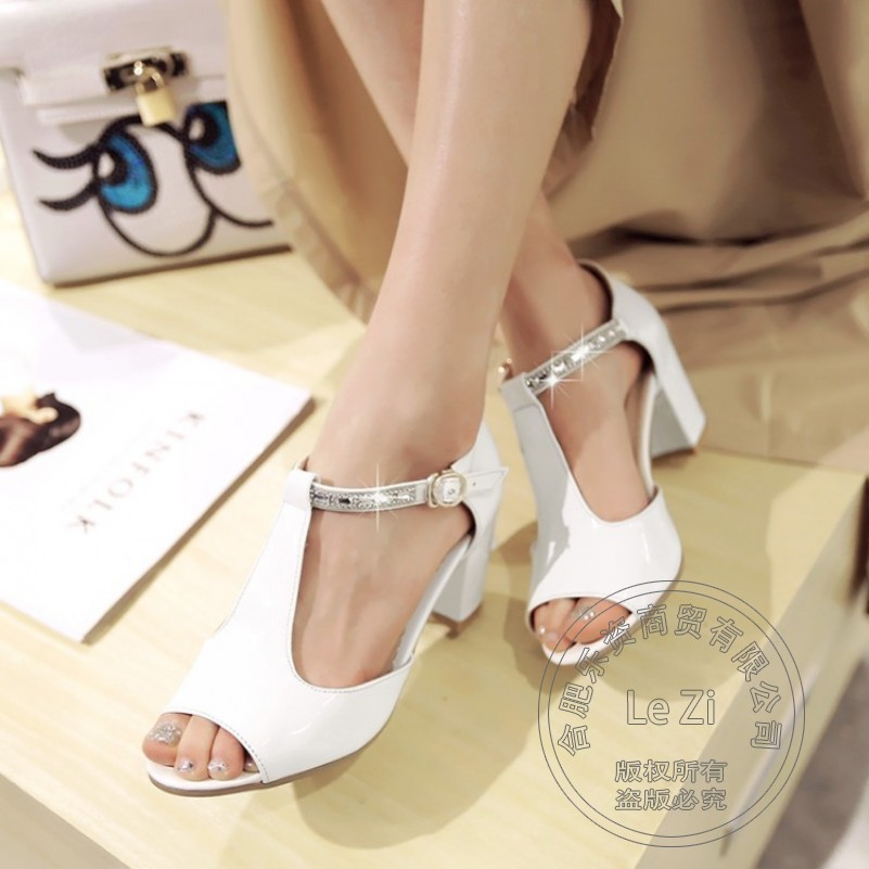 Small Size High Heel Shoes Solid Buckle Square Heel New Arrival Celebrity Fashion Shoes Sandals Japanned