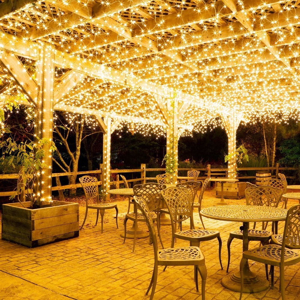 Украшение ресторанов и кафе светодиодной бахромой
