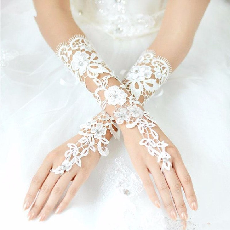 Custom-Made-Bridal-Gloves-Fabulous-Lace-Diamond-Flower-White-Ivory-Glove-Hollow-Wedding-Accessories (1)