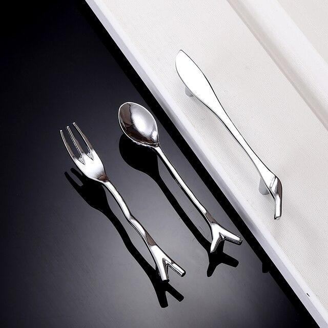 Cuchara Tenedores cuchillo diseño moderno gabinete de cocina maneja ...