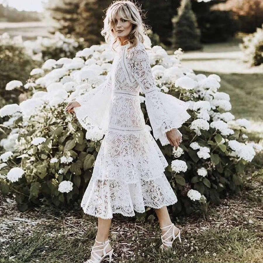2018 高級ブランド女性ホワイトロングドレスフレアスリーブロングレース柄セクシーな O ネック高品質帝国ウエストボヘミアンドレス