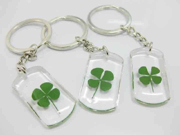 Livraison gratuite 12 pièces bonne chance véritable trèfle à quatre feuilles porte-clés cadeau nouveau spécimen