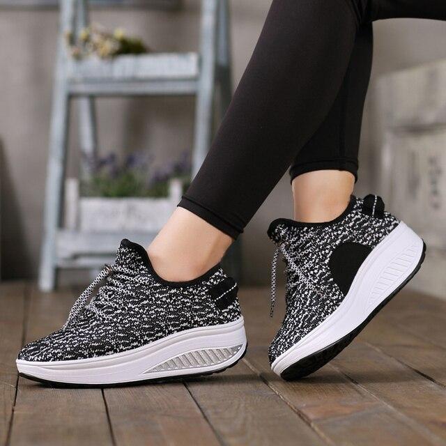 9d562dfb7 Mulheres Malha Respirável Lace Up Altura Crescente Sapatos Balanço Sapatos  Tonificação Esportes Tênis Cunha Plataformas