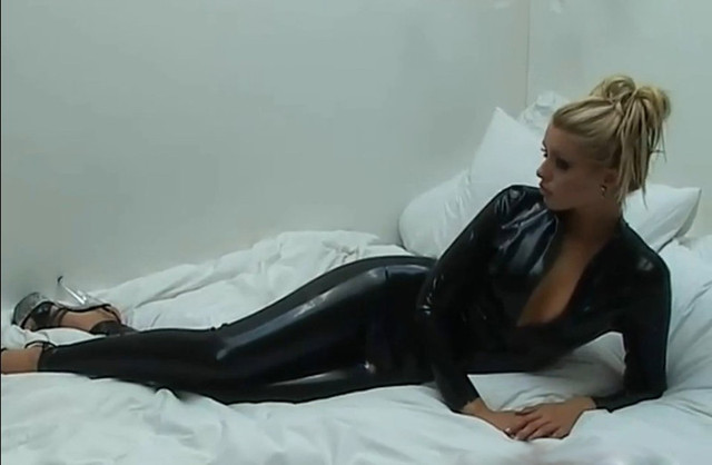 Crotchless latex pants
