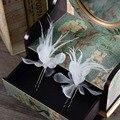 2 Unidades de Color Blanco Rosa Azul Accesorios para el Cabello de Flores De Tela de Nylon de Color Sólido Palillos Del Pelo Del Fascinator de la Pluma del Pin de La Joyería FC051
