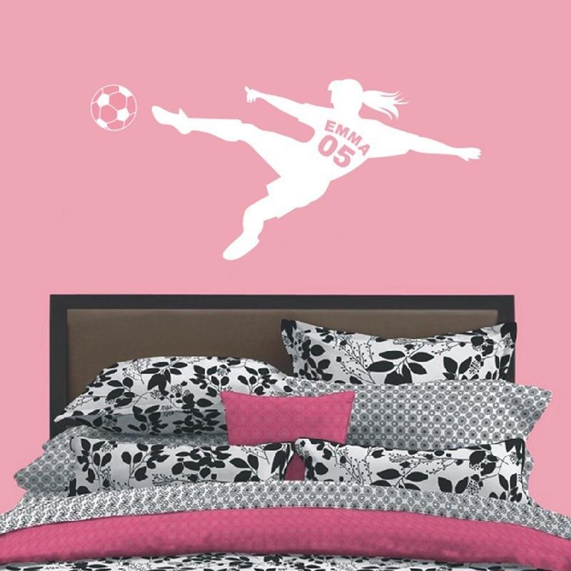 Gepersonaliseerde Meisjes Naam met Nummer Voetbal Voetbal Vinyl Muurstickers Art Muurstickers voor Kinderen Kamers Decoratie 1
