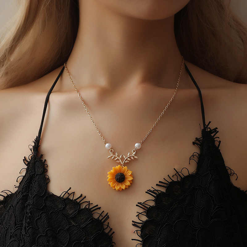 2018 New Beauty Sun Flower Necklace Pendant Yellow Sunflower Pearl Plant Gold Choker Neckless for Women Girl best gift Jewelry