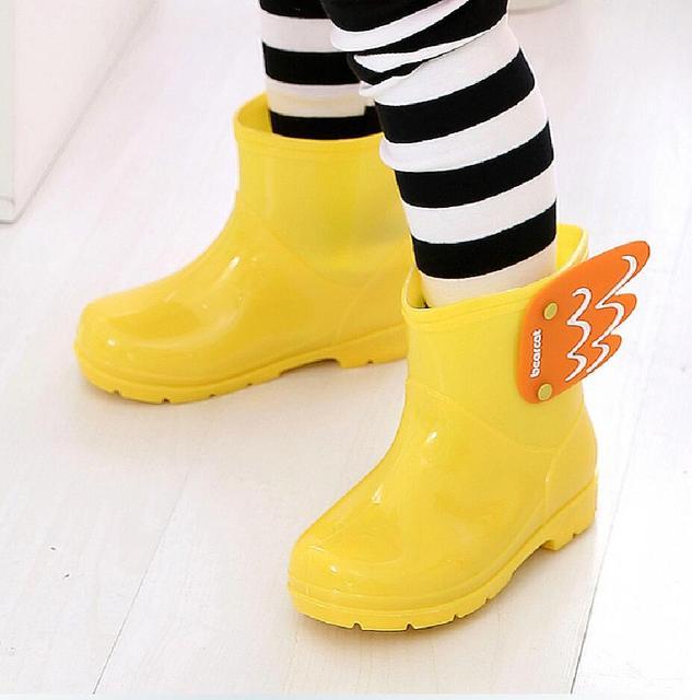 Новые Детские MID cut резиновые Сапоги и ботинки для девочек Дети Модная одежда для детей, Детская мода Обувь для девочек Обувь для мальчиков водонепроницаемая обувь cartorn крыло летучей резиновая Сапоги и ботинки для девочек легкие удобные