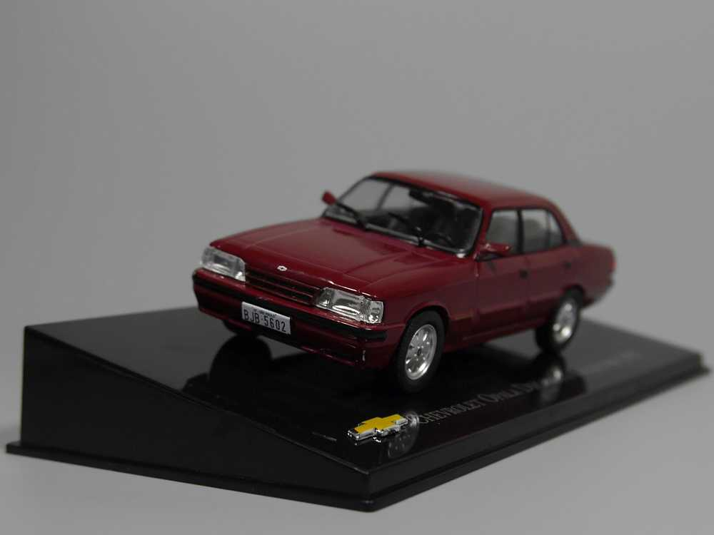 Auto Inn - ixo 1:43 Chevrolet Opala Diplomata Colleotors 1992 Diecast model car