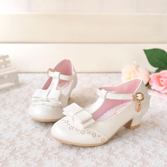 d7723f4fd6 US $49.99 |New children shoes girls 2015 high heels shoes princess girls  shoes girls sandals children beach sandals -in Leather Shoes from Mother &  ...