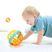New 1pcs Funny Newborn Baby Toys Hand GraspingBall Hole Ball Rattle Soft Ball Develop Baby Intelligence Bath Toys for 0-12M Baby