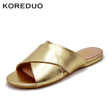Фотография KOREDUO 2018 New Summer Shoes Flat Mules Slippers with Design Backless Women Flat Slip Shoes in Gold White Slip-On Sandals ms