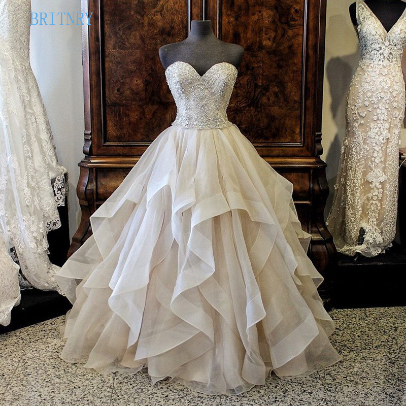 Luxury Beading Wedding Dress Sweetheart Crystal Ruffles Ball Gown Wedding  Gowns 2018 Plus Size 20a3826e28ca