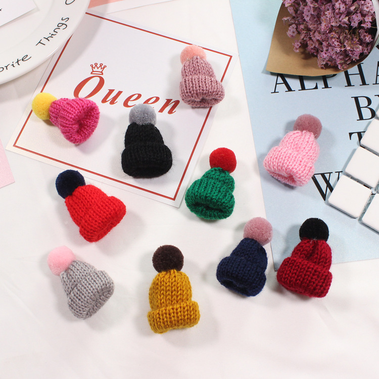 2018 Spring New Wool Hat Sweater Brooches Korean Mini Cute Balls Brooch Pins For Girls Kawaii Fashion Hot Sale Jewelry in Japan