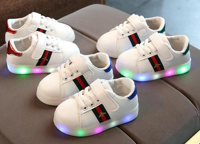 ファッションカジュアルシューズ発光スニーカーグローイング usb 子供靴子供ガールズ & ボーイズのために led ライトアップスニーカー