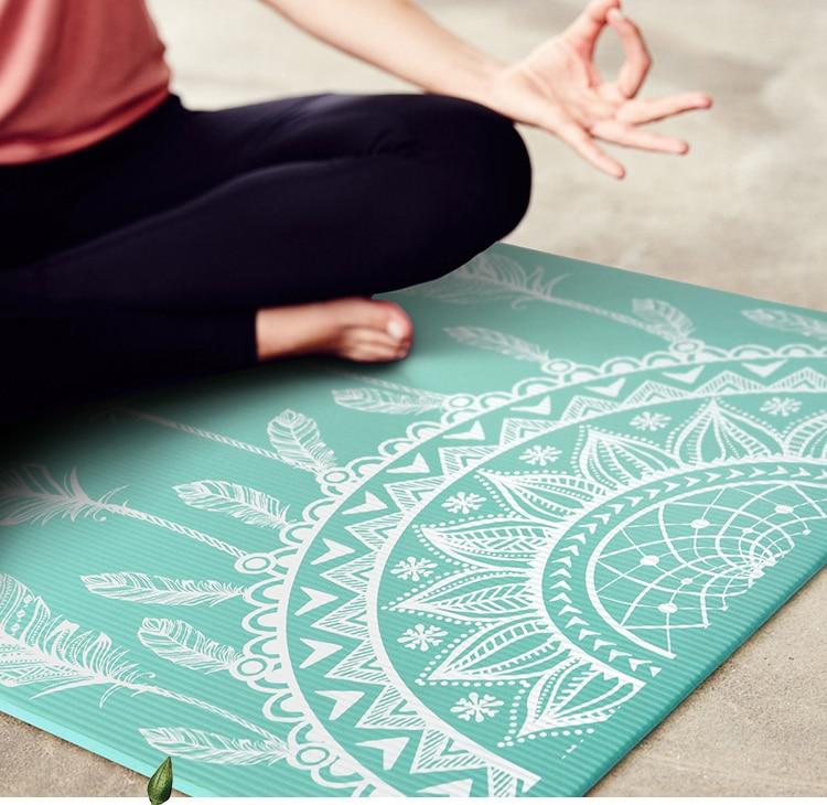 Tapis de yoga en NBR vert attrape-rêves mis en situation