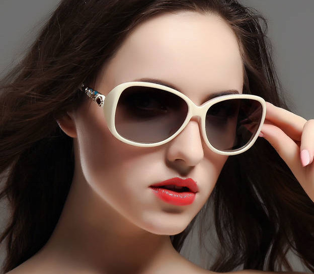 78a4061d86f7 FreeShipping 2015 latest Star Style Sunglasses Women Fashion Summer Sun  Glasses Vintage Sunglass Outdoor Goggles Eyeglasses