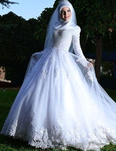 Long Sleeve Muslim Wedding Dress A Line Hijab Arabic Wedding Gown Lace Applique High Neck Zipper Back Bride Dress Bridal Gown