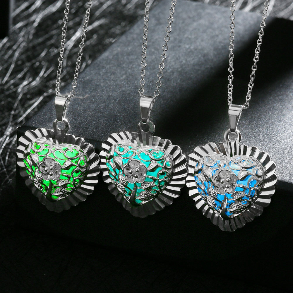 wearing jewelry1 Store 2017 Love Heart Hollow out Glow In Dark luminous Pendant Maxi Colier Necklace for Women Kids Sweet Noctilucent gift