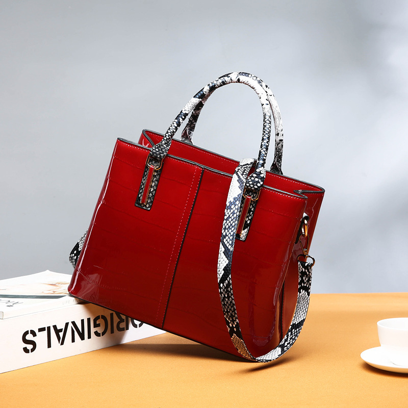 Women Patent Leather Handbag Luxury Crocodile Tote Bag Shoulder Bags Handbags Women Famous Brands Designer Sac A Main Femme in Shoulder Bags from Luggage Bags