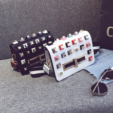 Neue Frauen Mini Kleine Ledertaschen Mode Farbblock Dame Umhängetasche Nieten Weibliche Qualität Überqueren Körper Heißer