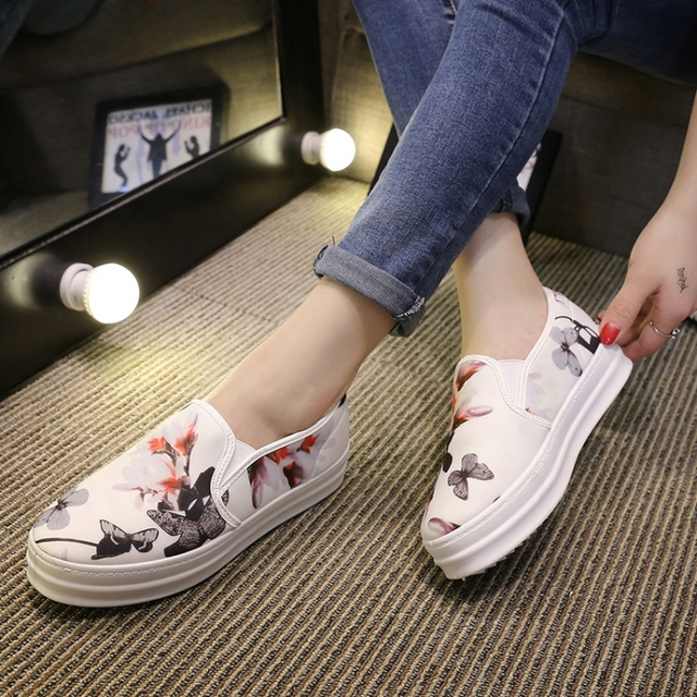 a77f6d8788 US $17.65  New 2016 White Print Platform Women's Flats Canvas Shoes Women  Comfortable Loafers Girls Students' Shoes Size 35 39-in Women's Flats from  ...