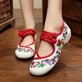 Bailarinas de Dança Sapatos Mulheres Outono 2017 Bordado Chinês Sapatos Sandálias Cinta sapatos Velhos Pequim Sapatos de Lona Mary Janes Primavera Botas