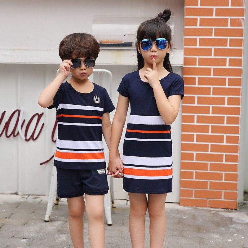 Новая летняя модная футболка в полоску; платья для мамы и дочки папы и сына для маленьких мальчиков девочек Повседневные одинаковые комплек...